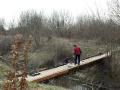 """Na mostíku od hotelov pri Sĺňave k hrádzi \""""dostal\"""" zábradlie."""