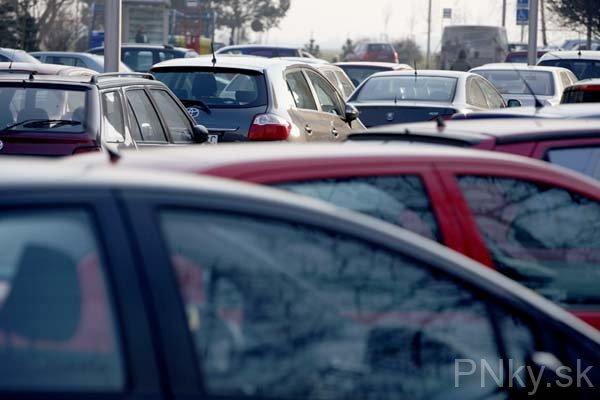 ad8a56b2e6 1. Ako sa Vám parkuje v Piešťanoch  2. Sú tu podľa Vás nejaké problémy s  parkovaním  3. Ak áno