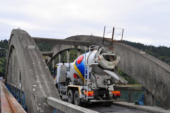krajinsky most nakladne auto