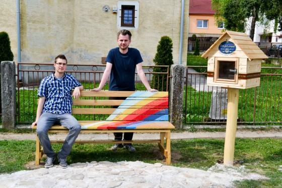 17rocny stolar Matej Machala (vľavo) a Jakub Tomiš autor projektu (vpravo)