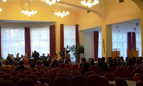 Záverečnou bodkou bol koncert pražských symfonikov