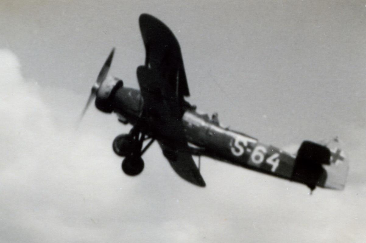 02 Prieskumné a ľahké bombardovacie lietadlo Letov Š-328_resize