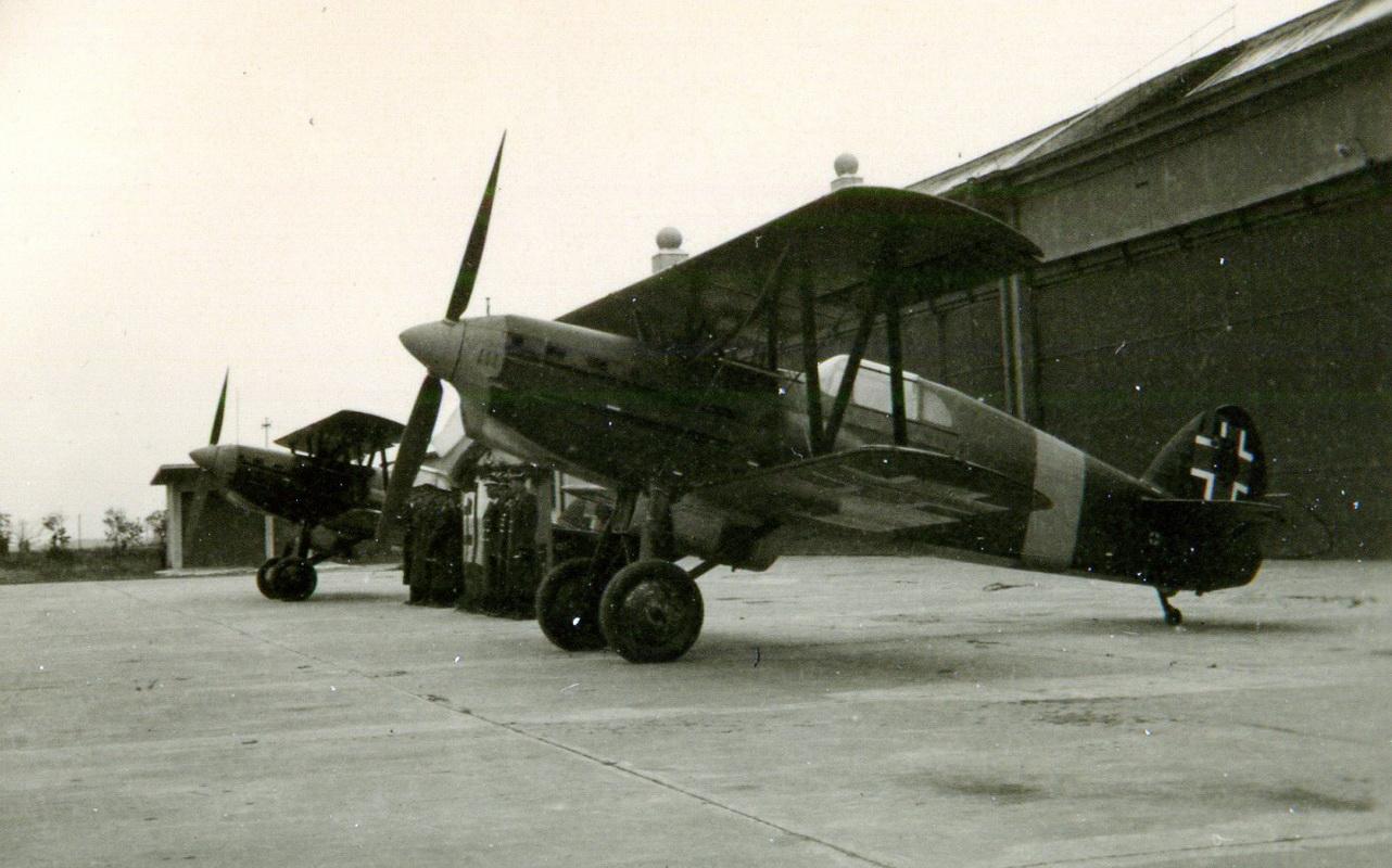 03 Stíhacie Avie B-534 na piešťanskom letisku_resize