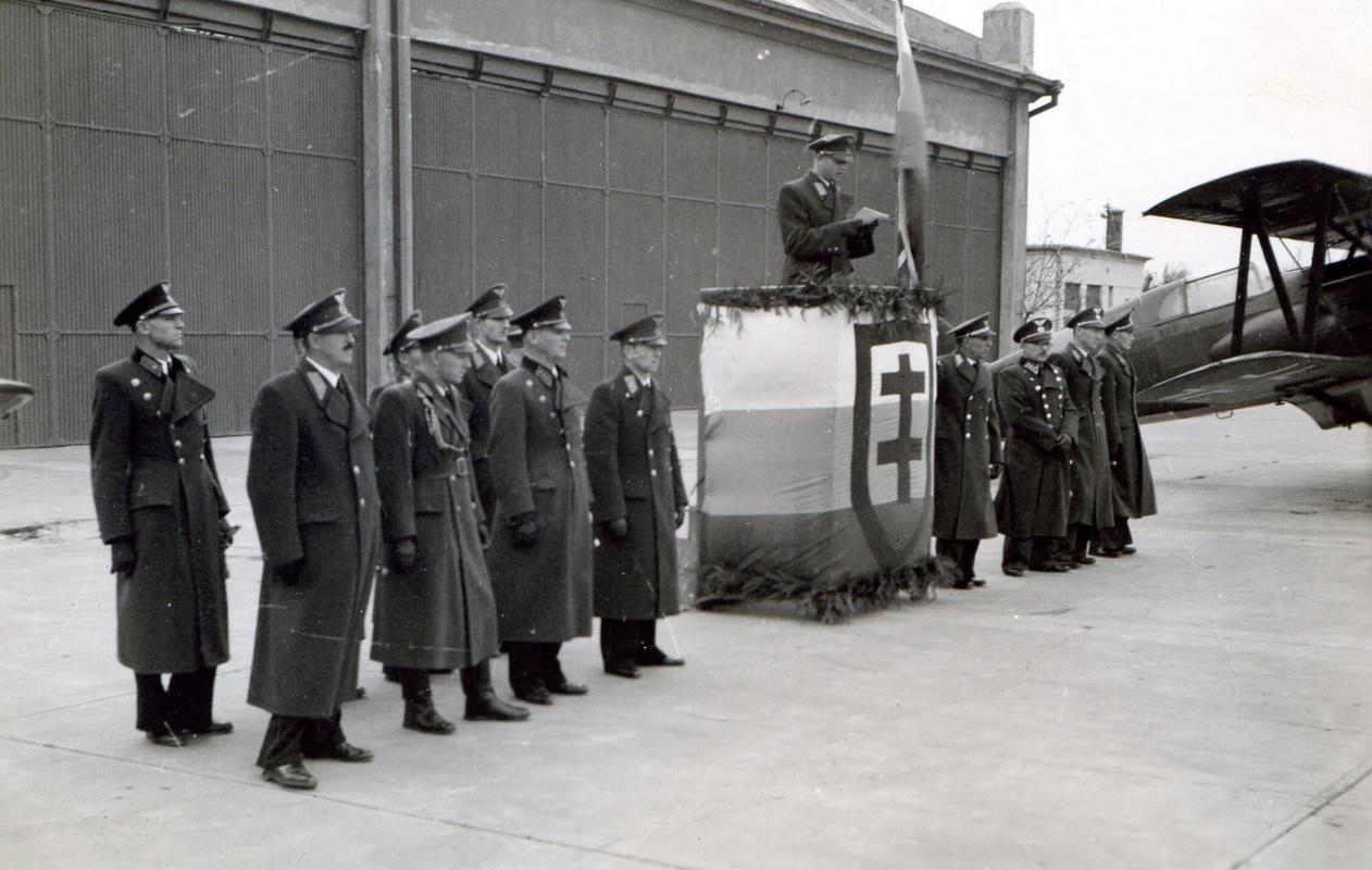 06 Štáb leteckého pluku v Piešťanoch počas slávnostnej prísahy vojakov (1)_resize