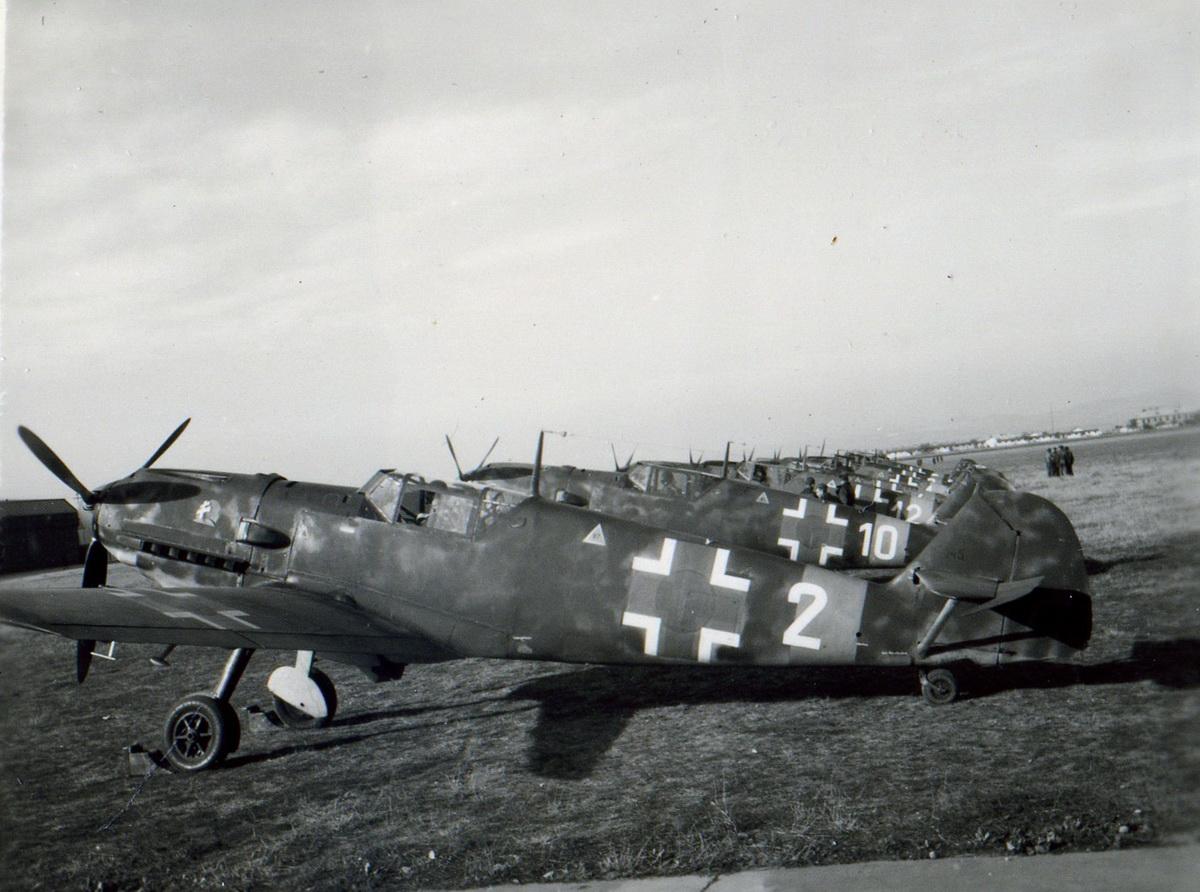 09 Stíhacie lietadlá Messerschmitt Bf 109 pred odletom z Piešťan na východný front_resize