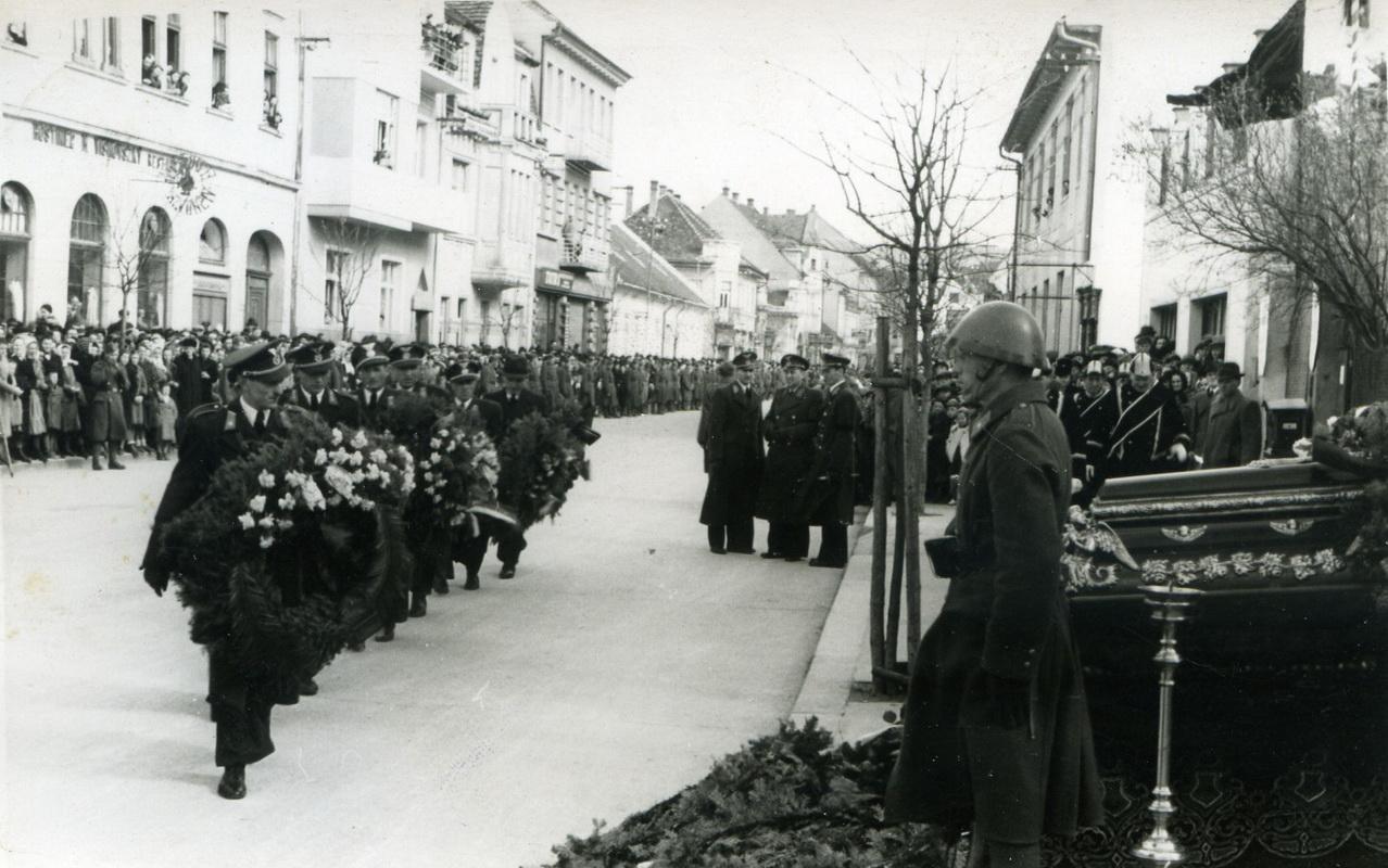 11 Pohreb obetí leteckej nehody mjr. Kočmerževského a por. let. Jána Chupeka v Piešťanoch_resize