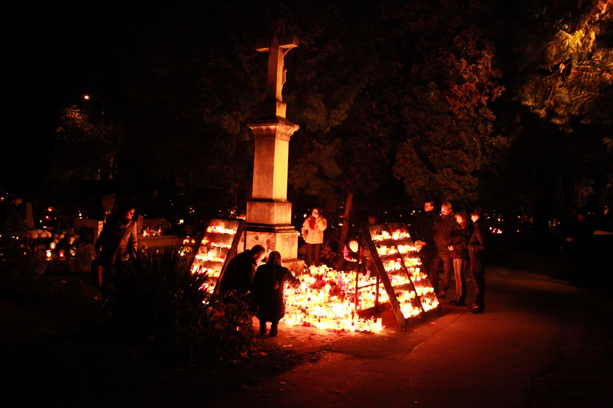 Dušičky cintorín (9)