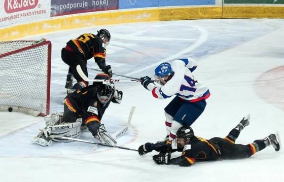 Z hokejového Turnaja Vlada Dzurillu, foto Laco Ďuračka