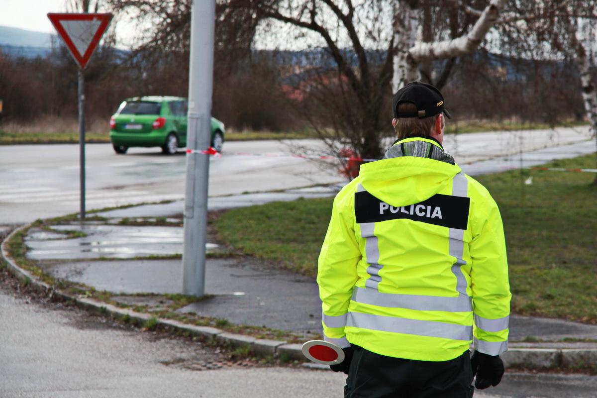Polícia (2)