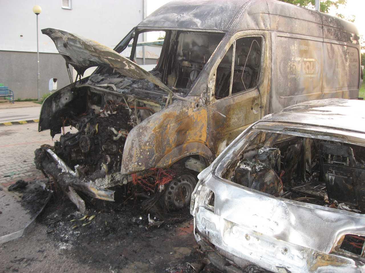 Chtelnica požiar áut 02