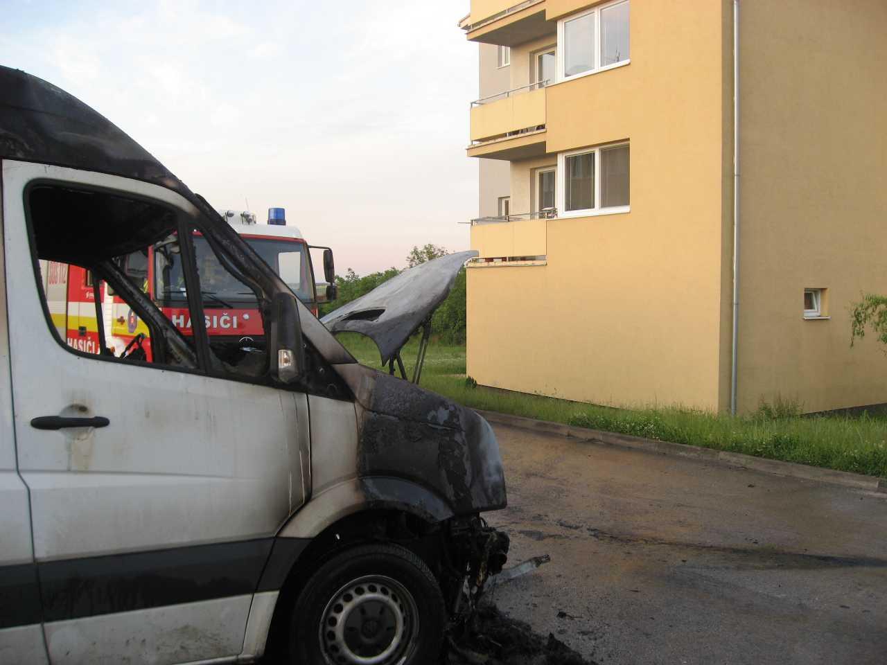 Chtelnica požiar áut 03