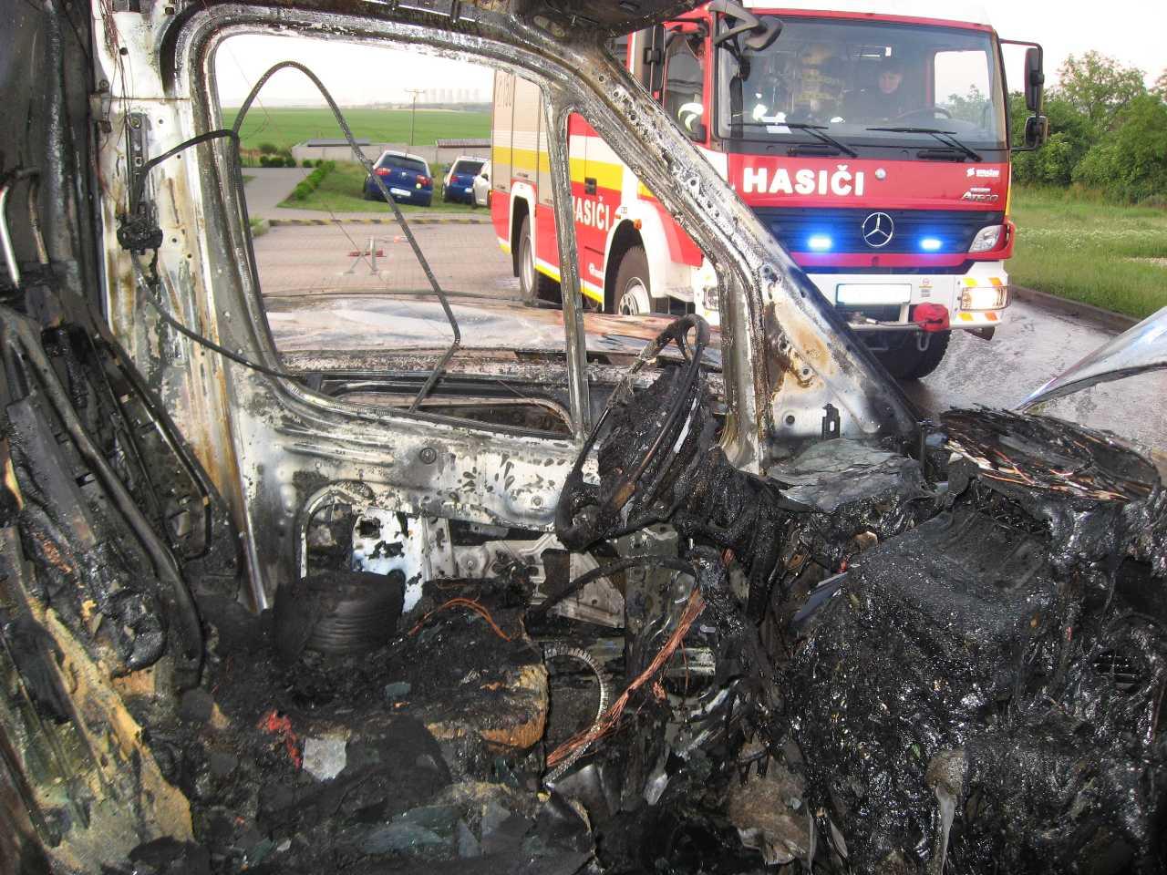 Chtelnica požiar áut 04