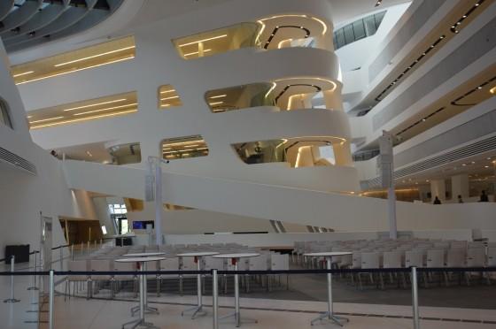 interier univerzity podľa návrhu Zaha Hadid