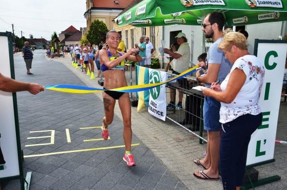 Najrýchlejšia žena Lucia Janečková (Running Team Bratislava)  Foto Juraj Jankech